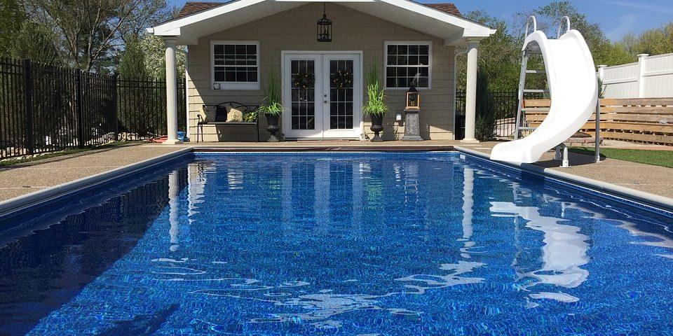 In ground swimming pool located in Cincinnati Ohio